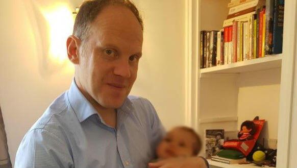 Arnaud Kielbasa e a bebê Sophia.