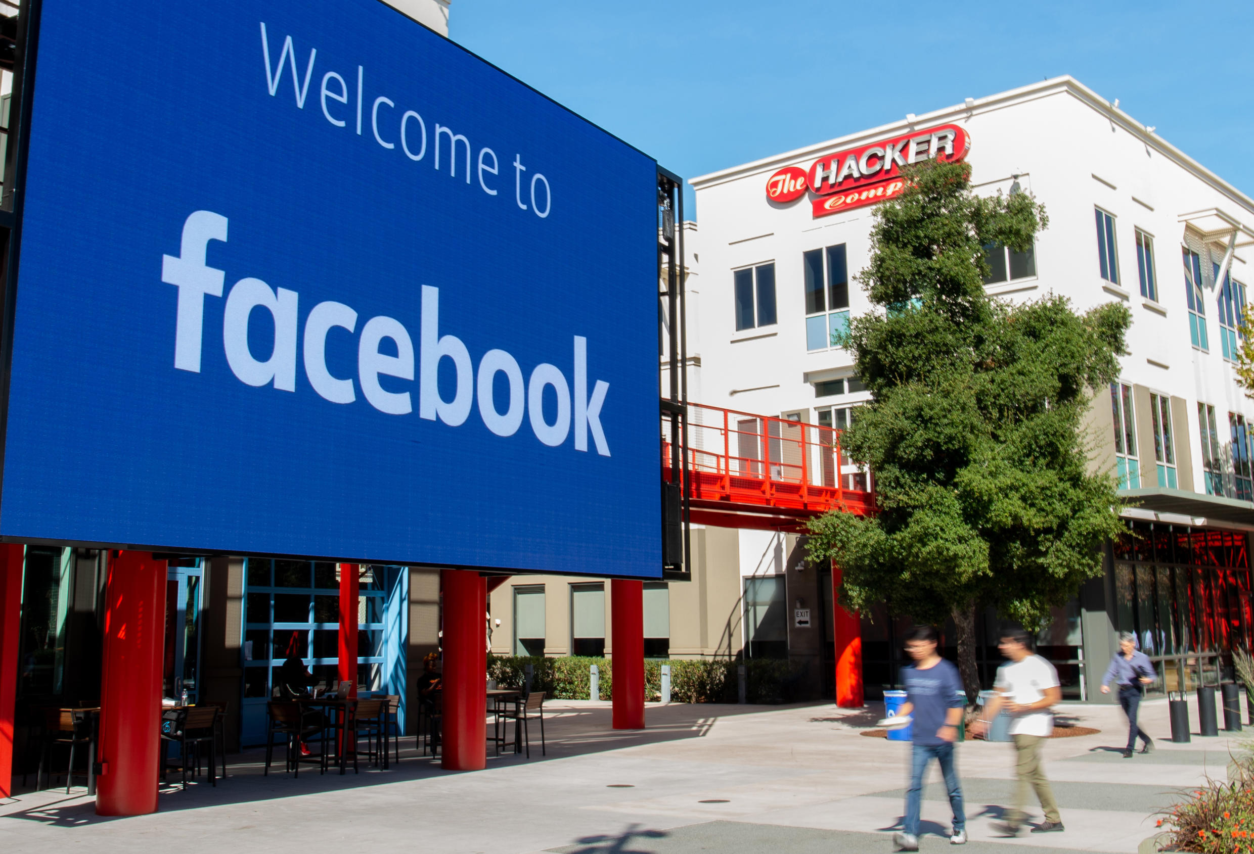 Facebook will introduce music videos to its users in a challenge to Google-owned YouTube