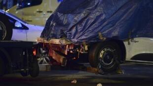 Gros plan sur l'avant de la camionnette utilisée lors de l'attaque terroriste du 17 août à Barcelone.