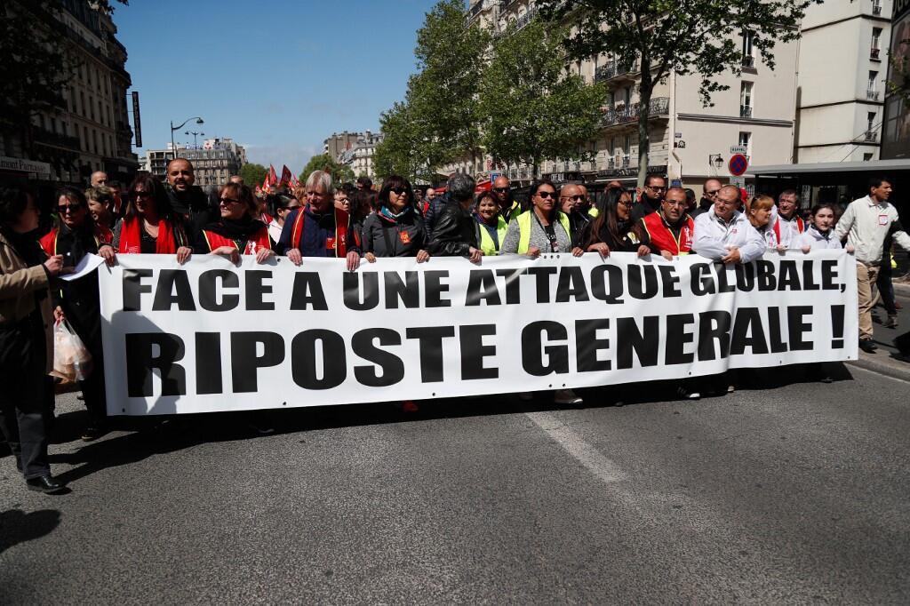 Coletes amarelos continuam nas ruas de Paris, Estraburgo e outras cidades de França