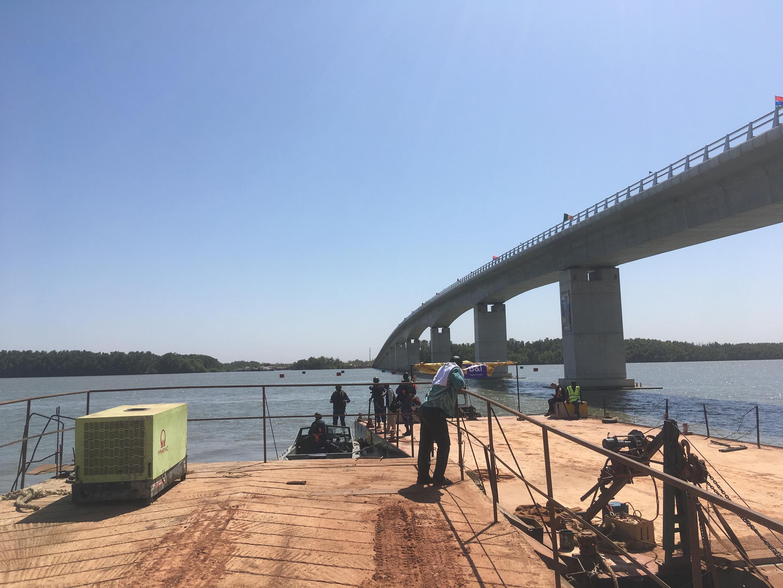 Vue du côté sénégalais du pont.