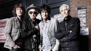Los Rolling Stones: Mick Jagger, Keith Richards, Ronnie Wood y Charlie Watts posaron frente a The Marquee Club de Lodnres donde ofrecieron su primer concierto.