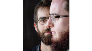 Benoît (de face) et Thomas.  Dans l'article de Samuel Lieven «Thomas et Benoît, les convertis du 13 Novembre», publié dans La Croix du 13 novembre 2017.