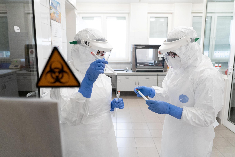 Na França, o número de testes realizados diariamente é considerado baixo por especialistas.