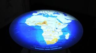« As rotas do império », mapa intercativo exposto no museu do Quai Branly.
