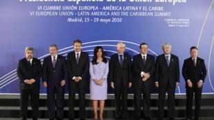 Líderes da União Europeia e do Mercosul reunidos durante cúpula dos dois blocos em Madri no dia 17 de maio de 2010