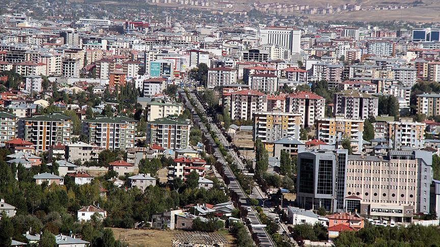 شهر وان حدود صد کیلومتر با مرز ایران فاصله دارد