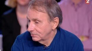 O escritor francês Michel Houellebecq em entrevista à televisão em 2017.