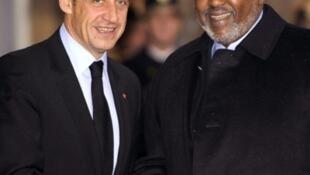 Le président Nicolas Sarkozy (g) avait accueilli son homologue djiboutien Ismaïl Omar Guelleh au palais de l'Elysée à Paris fin 2007.