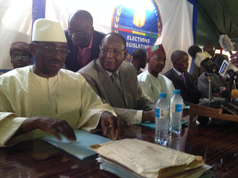 De gauche à droite, Sydia Touré, Lansana Kouyaté et Cellou Dalein Diallo demandent l'annulation des législatives du 28 septembre 2013.