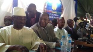 De gauche à droite, les opposants Sydia Touré, Lansana Kouyaté et Cellou Dalein Diallo, candidats à la présidentielle d'octobre 2015, ici lors d'un meeting commun en 2013.