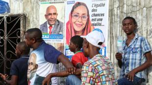Des partisans de la Convention pour le renouveau des Comores (CRC), parti du président Azali Assoumani, pendant la campagne pour la présidentielle, à Koimbani, sur l'île de la Grande Comore, le 18 mars 2019.