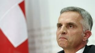 Le président et ministre des Affaires étrangères suisse, Didier Burkhalter, après les résultats.
