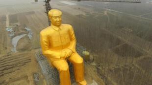 Tượng Mao Trạch Đông ở Hà Nam. Ảnh chụp ngày 04/01/ 2016.
