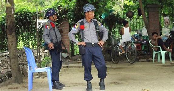 polisi wa myanmar (Reuters)