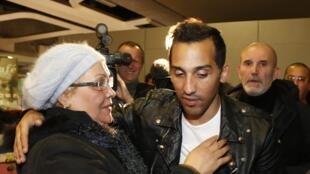 Zahir Belounis était entre autres attendu par sa mère à l'aéroport Roissy-Charles-de-Gaulle, le 28 novembre 2013.