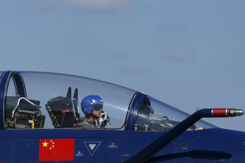 Chiến đấu cơ J-10 của Trung Quốc. Ảnh chụp nhân cuộc thao diễn chung với Thái Lan, ngày 24/11/2015.