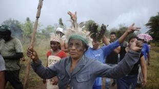 Brasil impede Médicos sem fronteiras de entrar em comunidades indígenas do Mato Grosso do Sul. Na foto, membros da tribo Terena em 2013.