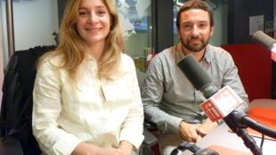 Laura Gentilezza y Darío Rodríguez, en los estudios de Radio Francia Internacional.