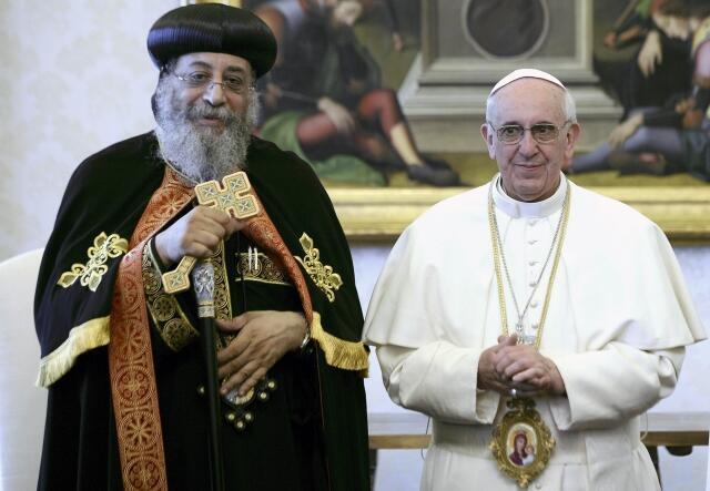 Папа Римский Франциск встречается с Тавадросом II, Патриархом коптской египетской православной церкви. Библиотека Ватикана 10/05/2013
