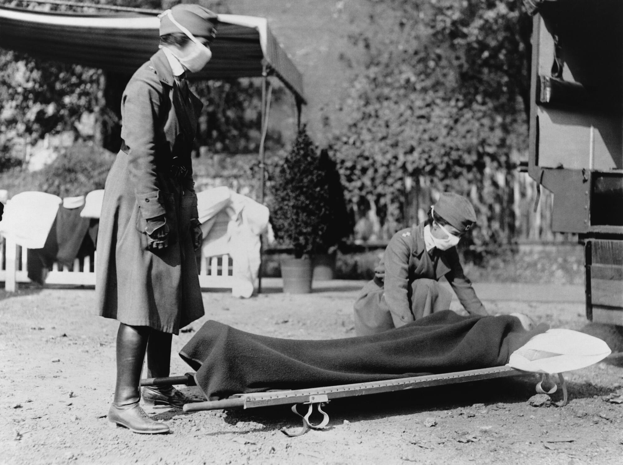 Demonstration at the Red Cross Emergency Ambulance Station in Washington, DC during the influenza pandemic of 1918.