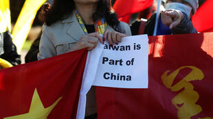 Manifestante defende princípio da China única