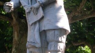 法国十六世纪思想家拉波哀西(1530-1563)雕像