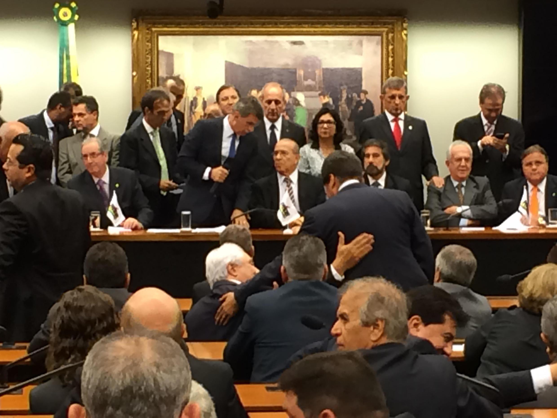 Diretório Nacional do PMDB decidiu, em menos de cinco minutos, deixar o governo de Dilma Rousseff, nesta terça-feira (29).
