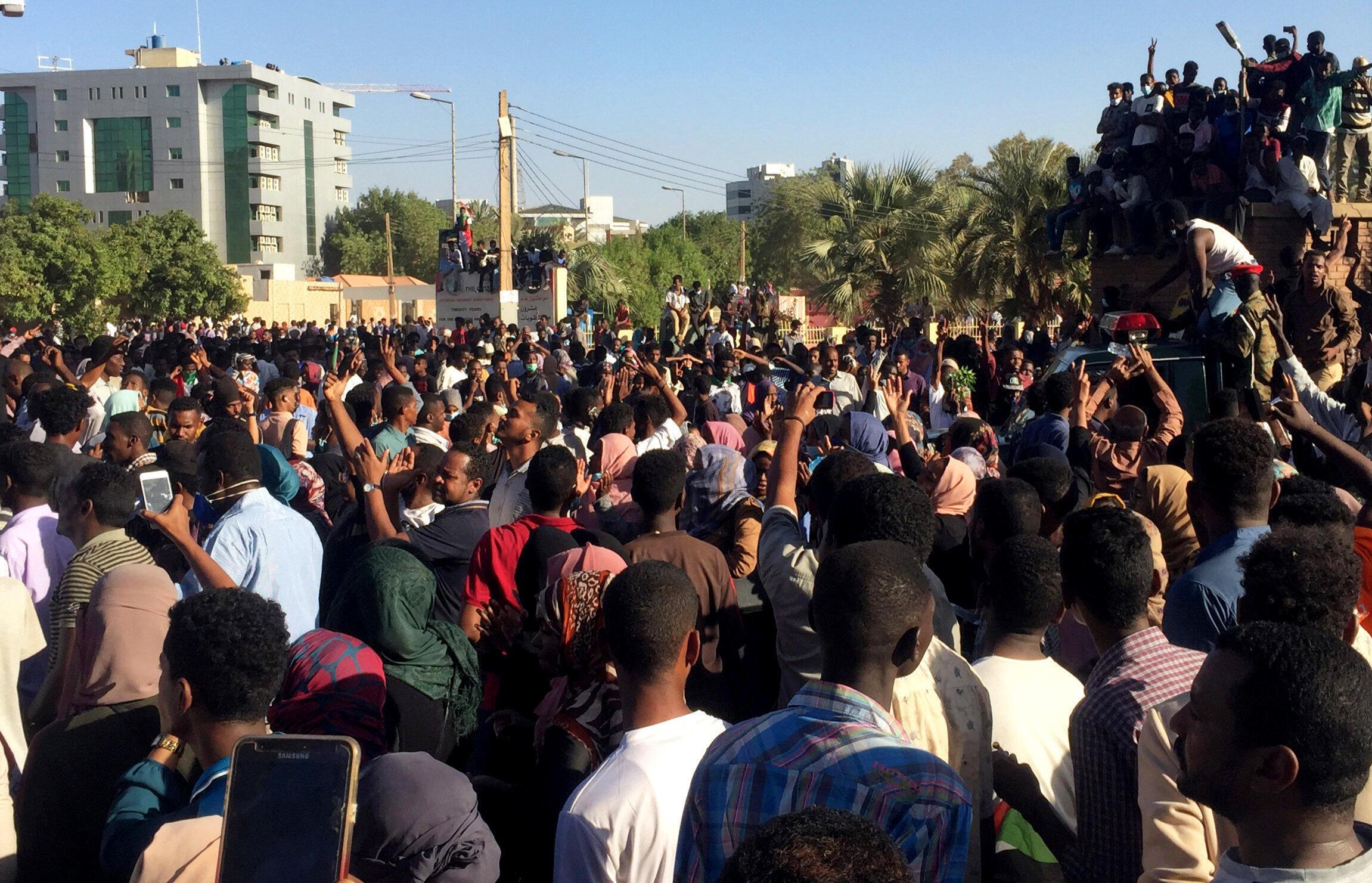 Manifestation à Khartoum pour exiger le départ du président el-Béchir, le 6 avril.