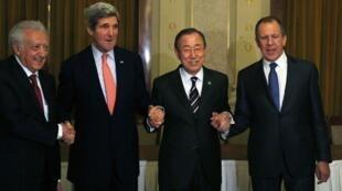 Algunos de los actores de Ginebra II: Lakhdar Brahimi, John Kerry, Ban Ki-moon y Sergueï Lavrov, Montreux, martes 21 de enero de 2013.