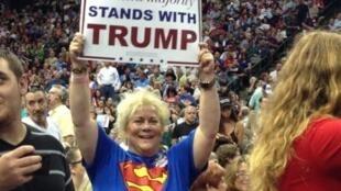 Une supportrice de Donald Trump, lors d'un meeting à Dallas.