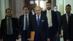 參加在瑞士洛桑舉行核談判的法國外長法比尤斯