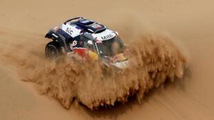 Машина французского гонщика Стефана Петеранселя и его напарника Эдуара Буланже на ралли Dakar, 14/01/2021. Команда X-Raid Mini JCW Team'