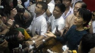 Aung San Suu Kyi holds her first press conference sing being freed at NLD HQ