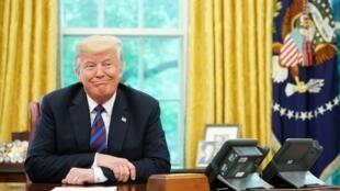 دونالد ترامپ، رئیس جمهوری آمریکا، میگوید: سیاستهای من ممکن است به فروپاشی حکومت ایران بیانجامد.