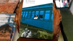 Diego Alamos gère à la fois la Librairie du désert et les éditions du même nom qui publient des livres d'auteurs régionaux et sur des thèmes régionaux.