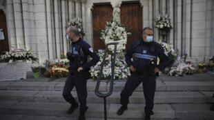 Un deuxième homme a été interpellé le 30 octobre 2020, soupçonné d'avoir cotoyé le tueur de la basilique Notre-Dame de l'Assomption à Nice, la veille du triple assassinat.