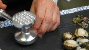 Préparation des ormeaux
