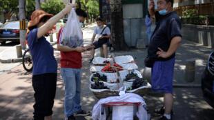 中國鼓勵發展擺地攤經濟 2020年6月5日 中國北京照片