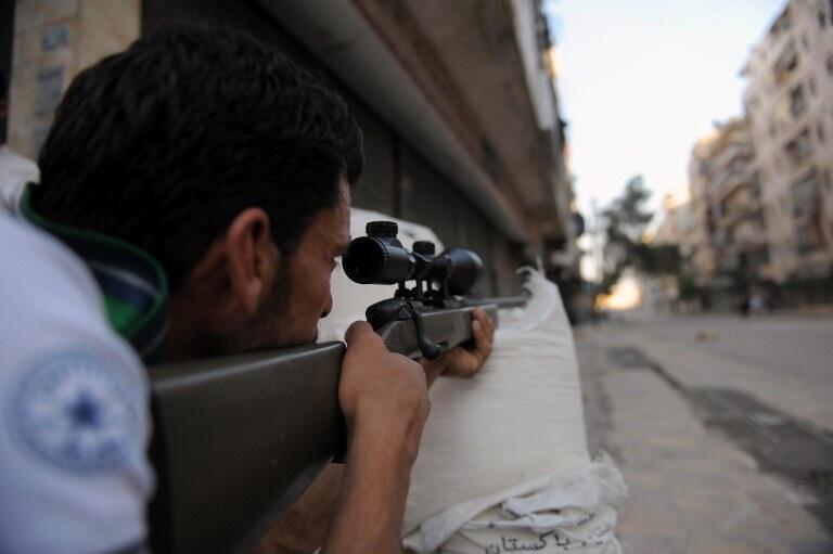 Rebelde sírio em controle de um bairro de Aleppo