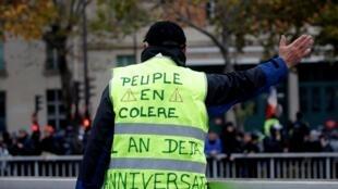 O aniversário do movimento dos Coletes Amarelos marcado pelo descontentamento social e  por distúrbios.16 de Novembro de 2019