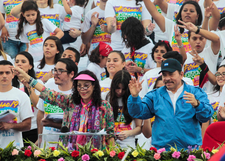 Daniel Ortega et Rosario Murillo, en pleine campagne présidentielle dans la capitale Managua.