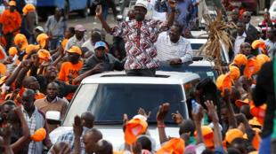 Jagoran 'yan adawa Raila Odinga, yayin shirin jawabi ga magoya bayansa a birnin Nairobi. Ranar 25 ga Oktoba,  2017.