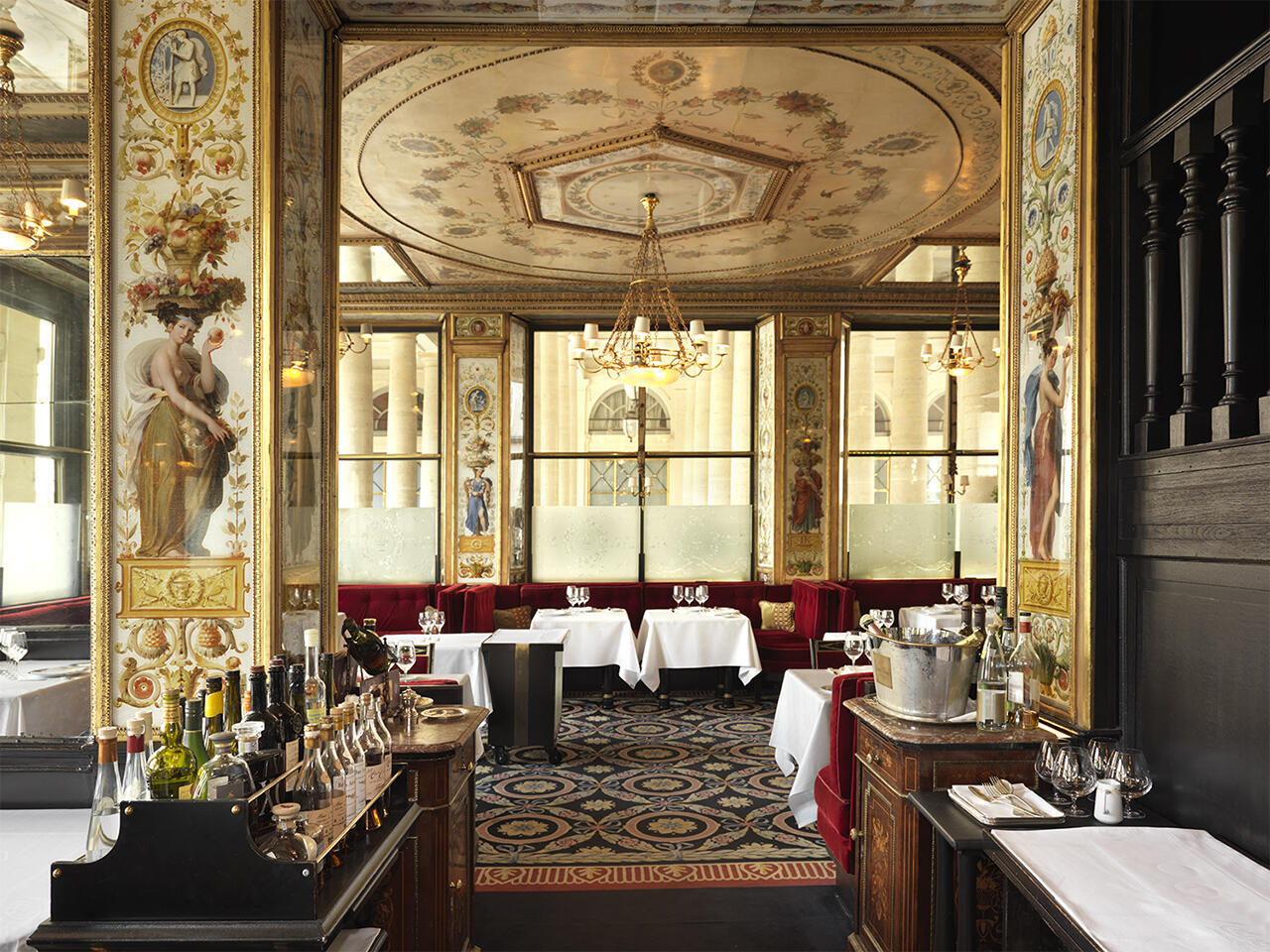 Исторические рестораны Парижа. Ресторан Le Grand Véfour в Пале-Руаяль.