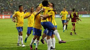 Les joueurs du Brésil célèbrent un but, après avoir marqué face au Venezuela, le 11 octobre 2016.