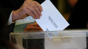 На досрочных выборах в парламент Каталонии победу одержали сторонники независимости региона.