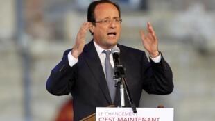 O socialista François Hollande em seu comício desta sexta-feira, último dia da campanha eleitoral.