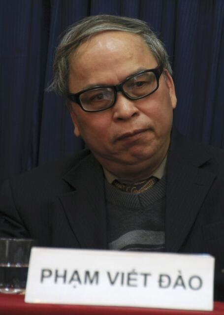 Blogger Phạm Viết Đào tại một hội nghị về truyền thông xã hội, Hà Nội, 24/12/2012