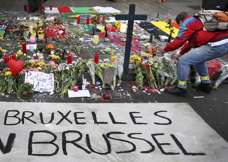 Homenagem dos moradores de Bruxelas às vítimas dos atentados de terça-feira, 22 de março de 2016.