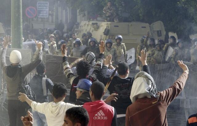 Confronto entre manifestantes e forças do governo na praça Tahrir, no Cairo, considerada um dos locais mais perigosos para jornalistas em 2011.